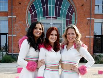 K3 fopt fans: Hanne, Marthe en Klaasje doen alsof ze wassen beeld krijgen