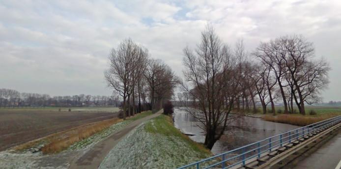 Het Jaagpad langs de Damse Vaart tussen Sluis en Hoeke, gezien vanaf de Rondweg.