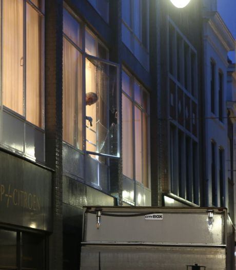 Video   Honderdtal juwelen weg bij inbraak Schaap en Citroen in Den Bosch