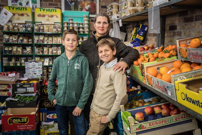 Kathy Van Landschoot met zoontjes Pedro Palo (rechts) en Julian.