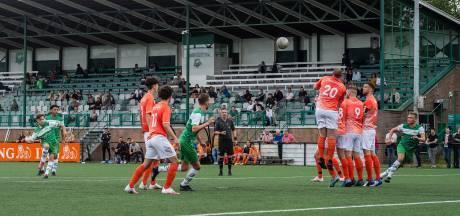 Eindelijk weer een potje amateurvoetbal: 'Zelfs het zeiken op de scheidsrechter heb ik gemist'