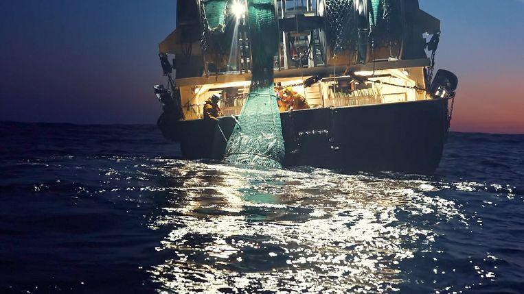 De commerciële visvangst is een belangrijke bron van vervuiling van de oceanen. Beeld Netflix