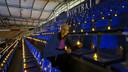 """9000 lampjes in het stadion van Willem II. ,,Voor iedereen die in deze coronatijd een lichtje kan gebruiken"""", zegt Suzanne Albregts."""