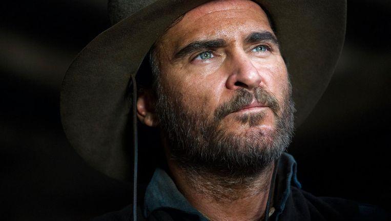 Joaquin Phoenix als een van de broers die in The Sisters Brothers worden ingehuurd om een goudzoeker op te sporen en te vermoorden Beeld -