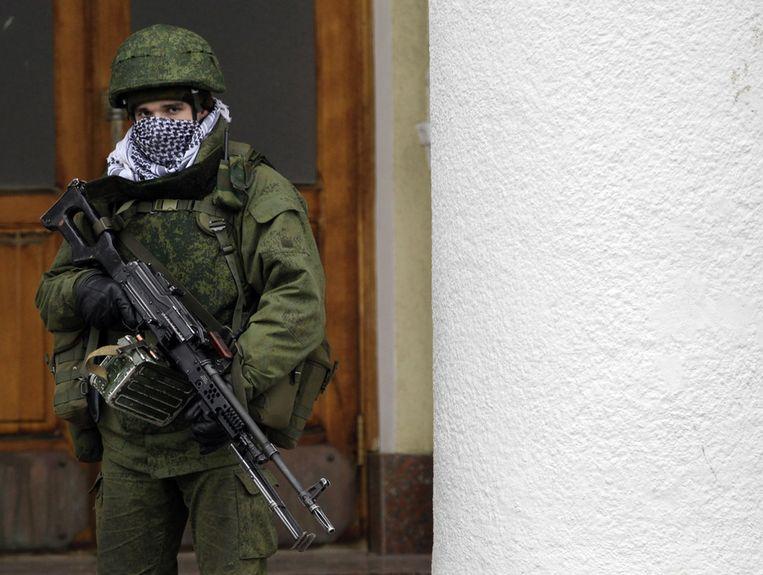 Ongeïdentifeerde gewapende man op de Krim. Beeld ap