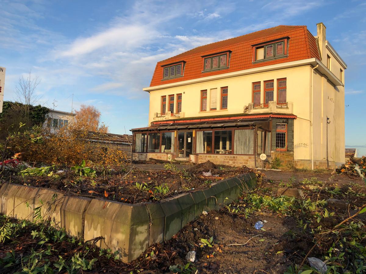 Het voormalige hotel blijft behouden en zal gerenoveerd worden.