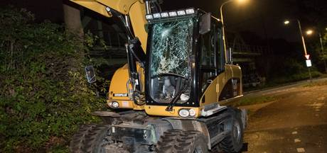 Kraan ramt spoorbrug, treinen in Brabant gaan weer rijden