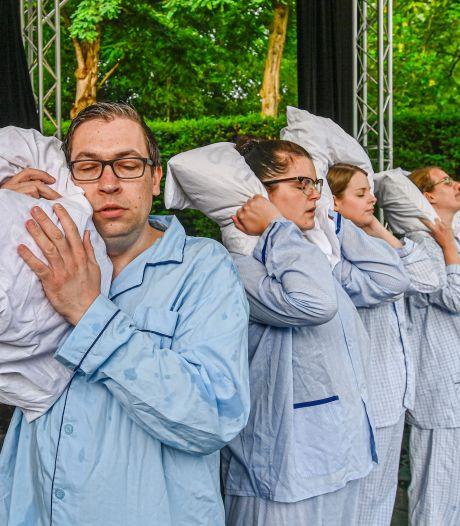Humor, spanning en fantasie in kindervoorstelling 'De vijf raven' in openluchttheater Vrouwenhof