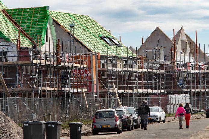 De woningbouw in Nuenen-West dreigt stil te vallen, met als risico het mislopen van miljoenen euro's voor de gemeente.