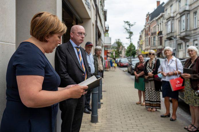 De wandelroute en brochure werd voorgesteld in de Brusselsestraat, op de plaats waar de struikelsteen  van Antoine Hannoset zich bevindt.