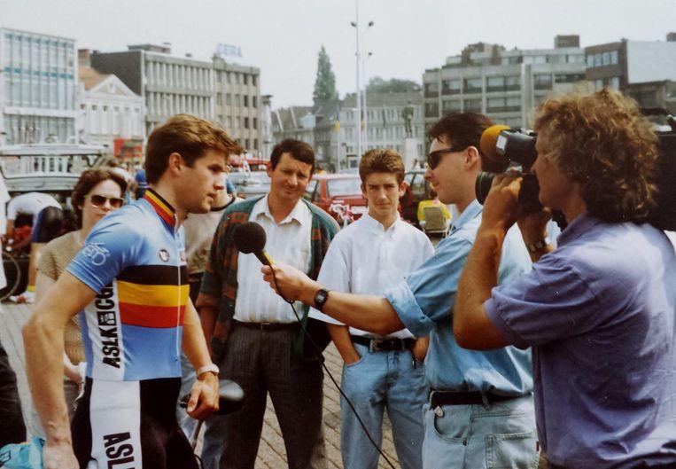 Roger Callebaut (met bruine broek) volgde zo goed als alle wedstrijden van Serge Baguet.