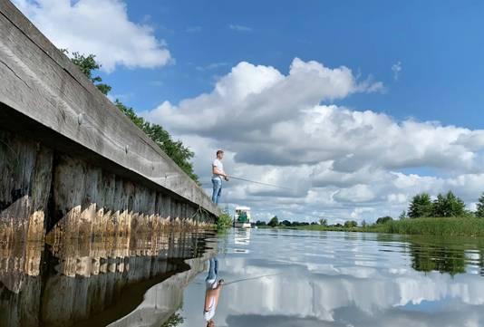 Een dag vissen met prachtig weer is zeker geen straf. Een vismaat en een hengel, wat wilt een mens nog meer.
