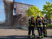 Grote brand in leegstaand uitvaartcentrum in Alphen onder controle
