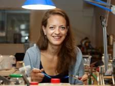 Van je hobby je beroep maken: Anne-Marie (39) maakte vroeger al zelf sieraden, nu is ze een échte goudsmid