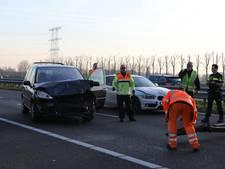 Vrachtwagen en auto botsen op Burgemeester Bechtweg Tilburg