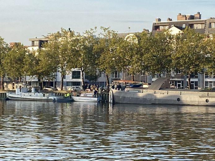 MECHELEN - De brandweer assisteerde woensdagochtend de politie bij een uitzetting van de bewoner van een woonboot.