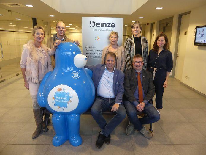 Het stadsbestuur van Deinze presenteerde Warme William in het Huis van het Kind.