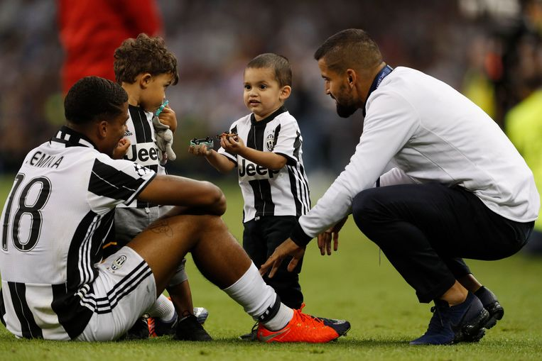 Britain Soccer Football - Juventus v Real Madrid - UEFA Champions League Final - The National Stadium of Wales, Cardiff - June 3, 2017 Juventus' Mario Lemina with family after the match Reuters / John Sibley Livepic © PHOTO NEWS / PICTURE NOT INCLUDED IN THE CONTRACTS  ! only BELGIUM ! Beeld null