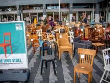 150 stoelen op Pieter Vreedeplein symboliseren verkeersslachtoffers