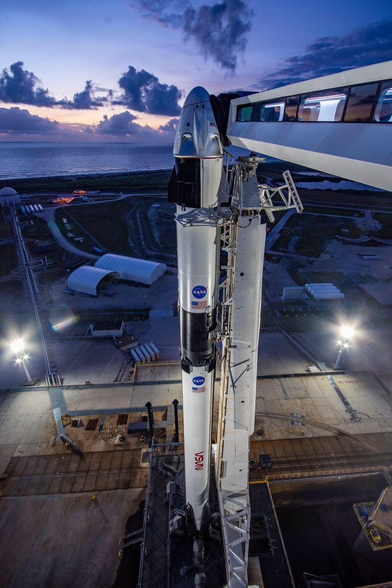 De Crew Dragon en de Falcon 9-raket van SpaceX zijn klaar voor hun eerste bemande missie Beeld SpaceX