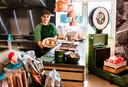 Een carrière als sterrenchef kan Madelon van den Hoogen (21) met haar extreme notenallergie wel vergeten, maar op Avonturenboerderij Molenwaard bakt ze met een gerust hart pannenkoeken.