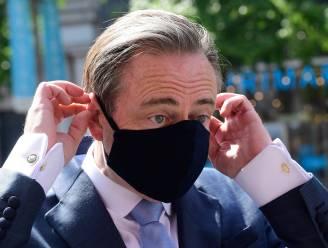 """Stad stelt inwoners gerust: """"Ónze mondmaskers zijn niet schadelijk"""""""