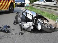 Motorrijder en kind dat achterop zat gewond bij ongeluk bij Poederoijen