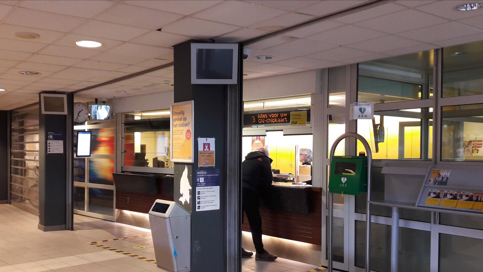 De servicebalies op het NS-station in Den Bosch gaan voorgoed sluiten.