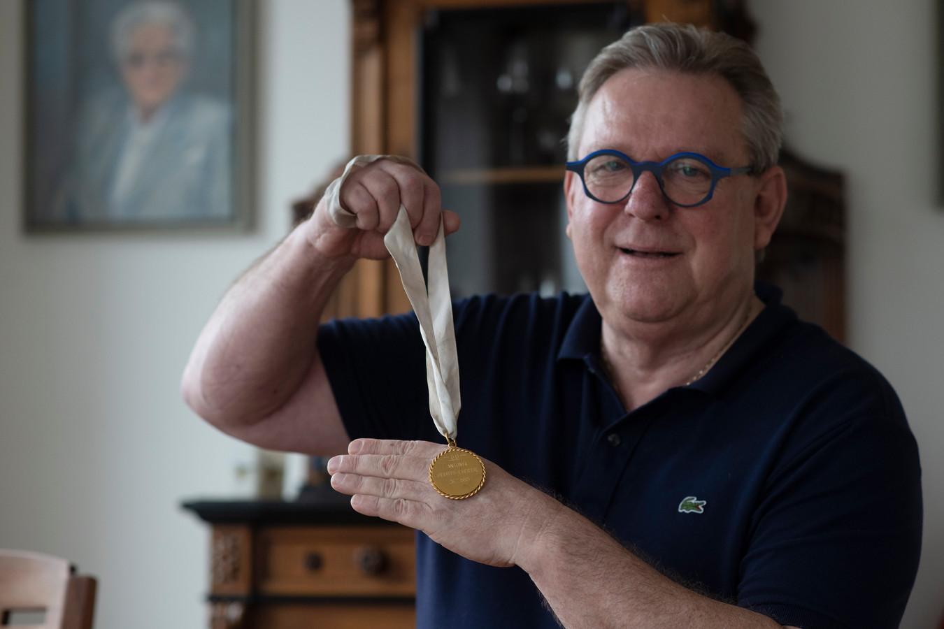 Jaap Lamers met de medaille.