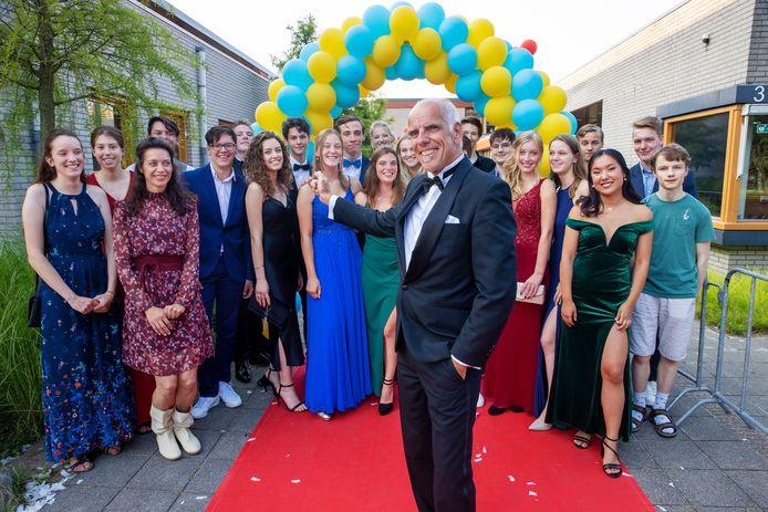 Gymdocent Frank Brouwers gaat na meer dan veertig jaar op het Eckartcollege met pensioen. Ook het gala - en dit jaar een gala-achtige diploma-uitreiking - organiseerde hij 25 jaar.