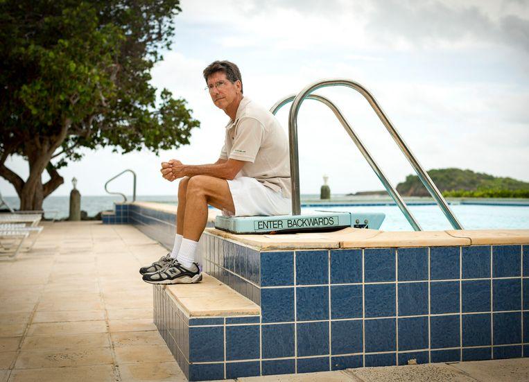 Econoom Warren Mosler bij een zwembad in Christianstad op de Maagdeneilanden. 'Zijn' Moderne Monetaire Theorie kreeg momentum door de coronacrisis. Beeld Richard Perry / HH / The New York Times Syndication