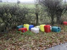 Vaten met vermoedelijk drugsafval gedumpt in Middelaar en Milsbeek