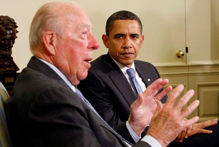 Mei 2009, president Barack Obama luistert naar Shultz tijdens een onderhoud in het Witte Huis.  Beeld REUTERS