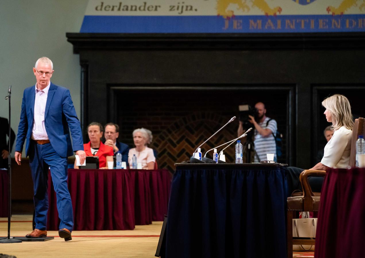 Minister Kajsa Ollongren van Binnenlandse Zaken en Koninkrijksrelaties (D66) en SP-senator Tiny Kox vorige week dinsdag tijdens de stemming over een motie van afkeuring die de SP samen met andere oppositiepartijen indiende