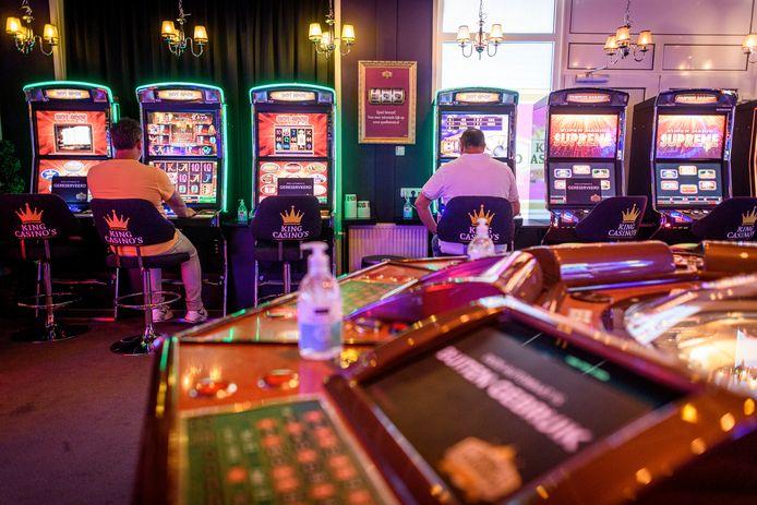 """King Casino's in Eibergen mag niet open, grote casino's wel. """"Alleen de grote jongens staan op de lijst. Zij krijgen overheidssteun, wij niet. En we zitten al een jaar dicht hè."""""""