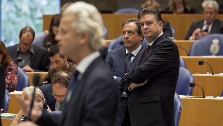SP-leider Emile Roemer kijkt naar PVV-leider Geert Wilders (links) tijdens de Algemene Beschouwingen vorig jaar. © ANP Beeld