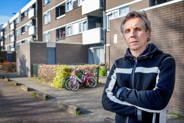 De Geus voor een van zijn appartementen in Amsterdam-Zuidoost. Beeld Pauline Niks