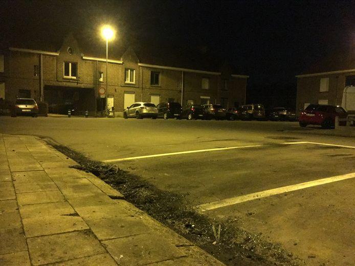 De uitgebrande bestelwagen van Fluvius stond in de nacht van zaterdag op zondag geparkeerd in de Reinheidstraat. Het voertuig werd intussen getakeld