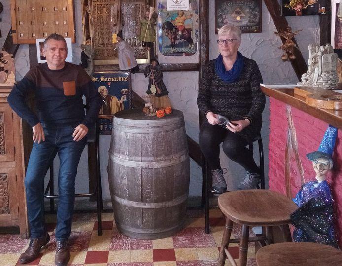 Marc Dewilde en Lut Pelgrims van Volsspelencafé Het Mysterie in Poperinge.