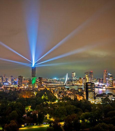 Gaaf! De Zalmhaventoren viert bereiken hoogste punt van 215 meter met een spectaculaire lichtshow
