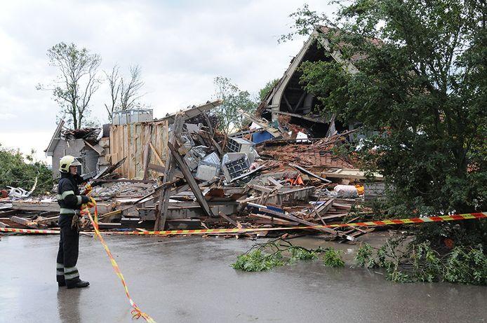 Een windhoos verwoestte een boerderij in Wieringerwerf.