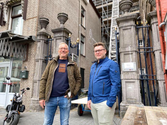 Gemeentelijkprojectleider Ton van Wijk en architect Laurijs Weyts voor de ingang van de Peperbus.