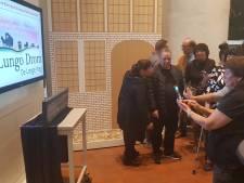Gedenkplaquette voor vermoorde 'Bossche' Sinti onthuld in Den Bosch