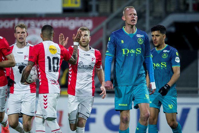 Tom Beugelsdijk baalt na de goal van Emmen.