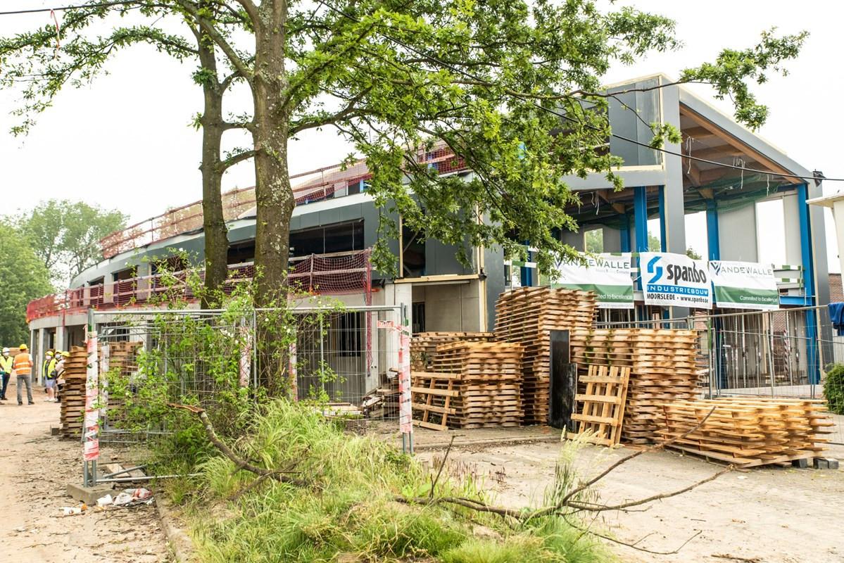 De bouw van de nieuwe werkliedenloods in Eppegem zit op schema.