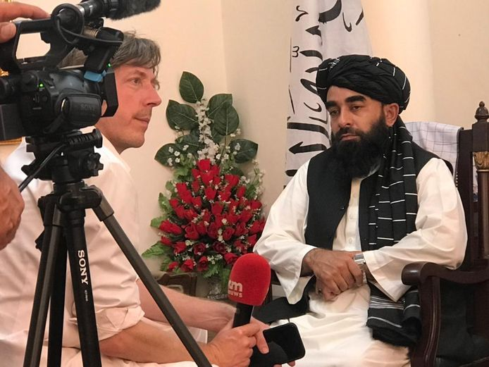 Cinq minutes d'entretien avec Zabihullah Mujahid.