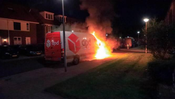 Bestelbusje van DPD gaat in vlammen op