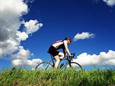 Enschedeërs fietsen naar Oekraïne voor het goede doel