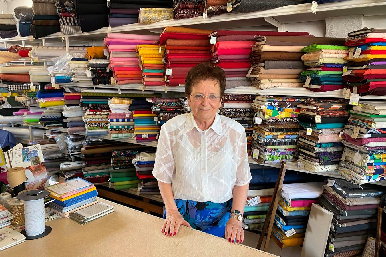 Lena Goeman (86) van modewinkel Goeman houdt uitverkoop alvorens te verhuizen naar een assistentieflat.