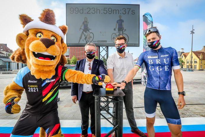 Burgemeester Dirk De fauw, schepen Franky Demon en wielrenner Jens Keukeleire tellen mee af.